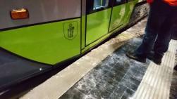 Solaris Tramino Olsztyn S111O #3001 na przystanku Szpital Wojewódzki podczas trzeciego przejazdu próbnego (23 listopada 2015)