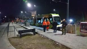 Solaris Tramino Olsztyn S111O #3001 na przystanku końcowym Uniwersytet-Prawocheńskiego podczas czwartego przejazdu próbnego (24 listopada 2015)