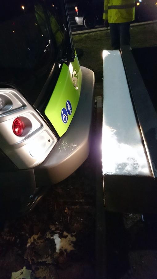 Solaris Tramino Olsztyn S111O #3001 na przystanku końcowym Uniwersytet-Prawocheńskiego podczas czwartego przejazdu próbnego (24 listopada 2015) Fot. Paweł Bukowski