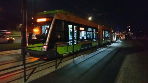 Solaris Tramino Olsztyn S111O #3001 na przystanku Andersa podczas czwartego przejazdu próbnego (24 listopada 2015)