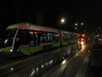 Solaris Tramino Olsztyn S111O #3001 na przystanku Centrum podczas drugiego przejazdu próbnego (20 listopada 2015)