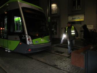 Solaris Tramino Olsztyn S111O #3001 na przystanku końcowym Wysoka Brama podczas drugiego przejazdu próbnego (20 listopada 2015)