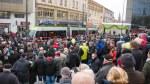 Tłumy na placu Jana Pawła II podczas oficjalnej inauguracji komunikacji tramwajowej w Olsztynie (19 grudnia2015)
