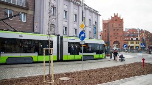 Solaris Tramino Olsztyn S111O #3005 na przystanku końcowym Wysoka Brama, w tle... Wysoka Brama (19 grudnia 2015)