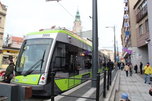 Solaris Tramino Olsztyn S111O #3005 na przystanku końcowym Wysoka Brama przed pierwszym kursem liniowym (19 grudnia 2015)