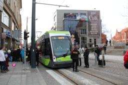 Solaris Tramino Olsztyn S111O #3006 przepasany wstęgą i gotowy do inauguracji regularnego ruchu tramwajów (19 grudnia 2015)