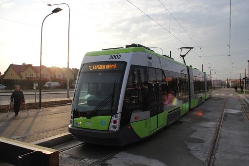Solaris Tramino Olsztyn S111O #3002 na przystanku końcowym Kanta (19 grudnia 2015)