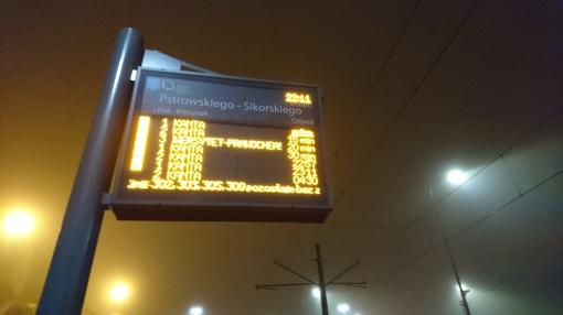 Tablica informacji pasażerskiej już wyświetla symbol tramwaju (25 stycznia 2016)