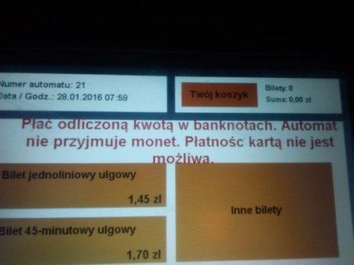 Biletomat każe płacić odliczoną kwotą... w banknotach
