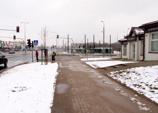 Skrzyżowanie ulic Witosa i Kanta, w tle krańcówka tramwajowa Kanta