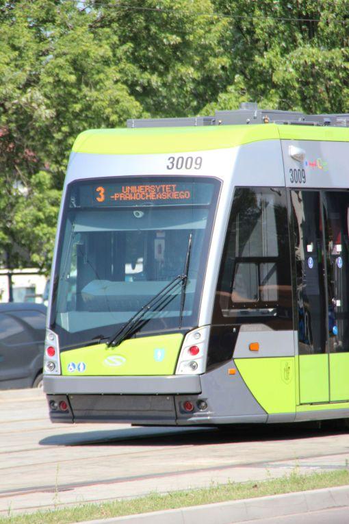 Solaris Tramino Olsztyn S111O #3009 na torach odstawczych za przystankiem końcowym Dworzec Główny (27 czerwca 2016)