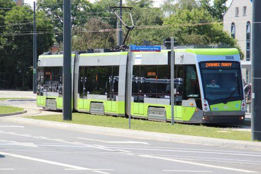 Solaris Tramino Olsztyn S111O #3008 na przystanku końcowym Dworzec Główny (27 czerwca 2016)