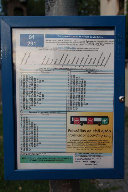 Tabliczka zintegrowanego rozkładu jazdy dwóch linii - 91 i 291 - w Budapeszcie