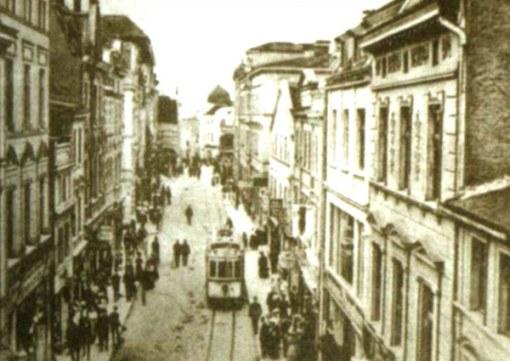 Tramwaj na ulicy Górnej (dziś Staromiejskiej) - widok z Wysokiej Bramy