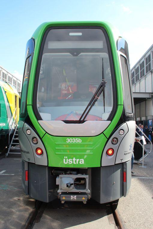 Tramwaj wysokoperonowy (Stadtbahn) Vossloh TW3000 dla Hanoweru na targach InnoTrans 2016