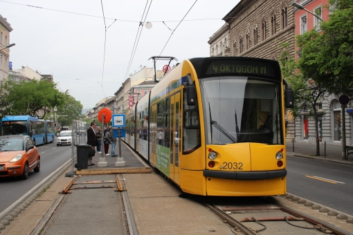 Tymczasowy przystanek końcowy Oktogon w Budapeszcie (3 maja 2015)