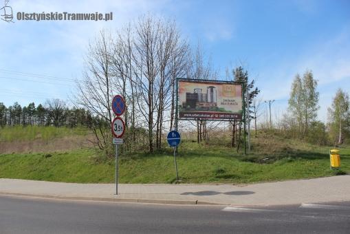 Skrzyżowanie alei Sikorskiego z ulicą Wańkowicza - widok w kierunku północno-zachodnim (29 kwietnia 2012)