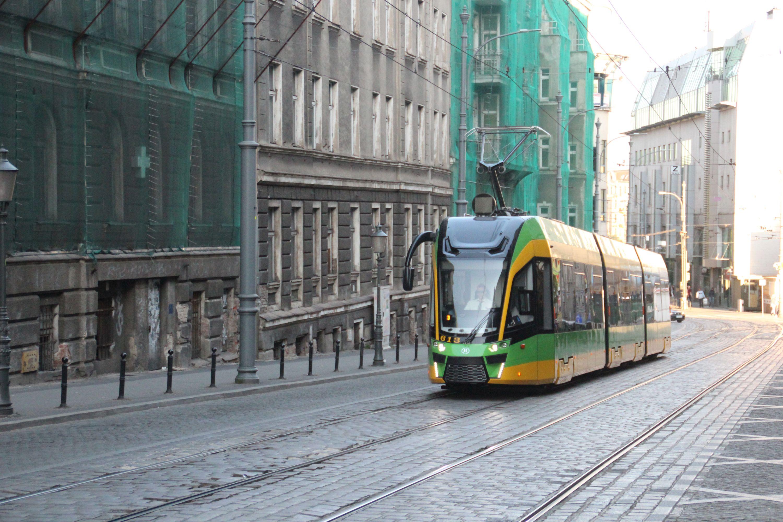 Moderus Gamma LF 02 AC #613 na linii 16 na ulicy Podgórnej w Poznaniu