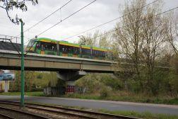Solaris Tramino S105P #529 na linii 16 na estakadzie Poznańskiego Szybkiego Tramwaju nad aleją Wielkopolską (22 kwietnia 2017)