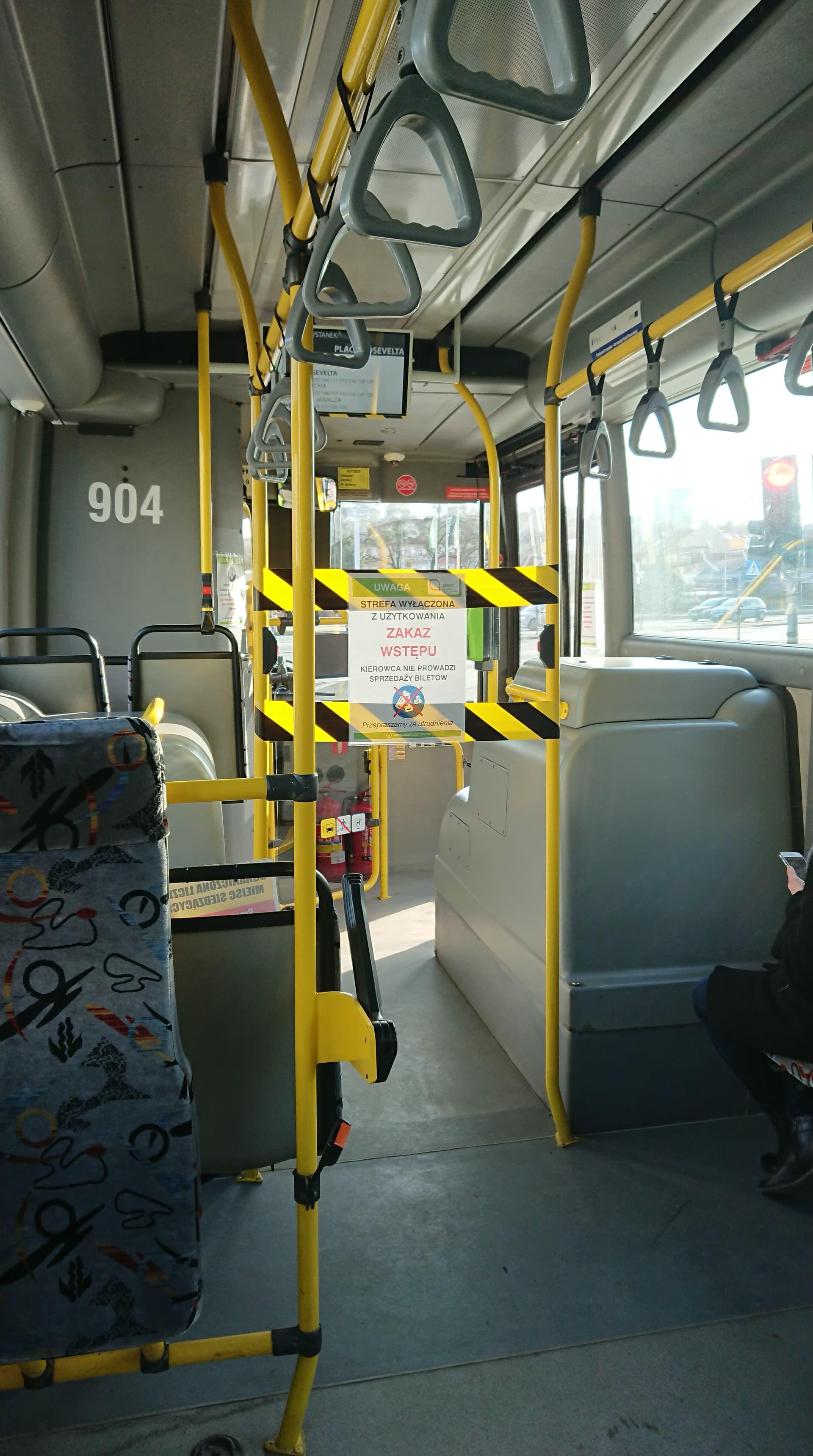 Strefa wydzielona w autobusie (Scania OmniLink CL9 #904) z powodu koronawirusa (30 marca 2020)