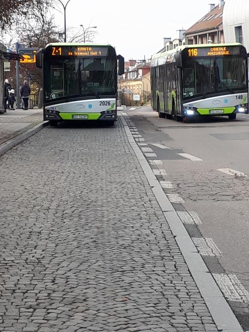 Solaris Urbino IV 18 #2026 na linii zastępczej za tramwaj Z-1 i Solaris Urbino IV 12 #140 na linii 116 na przystanku Wysoka Brama (16 listopada 2019)
