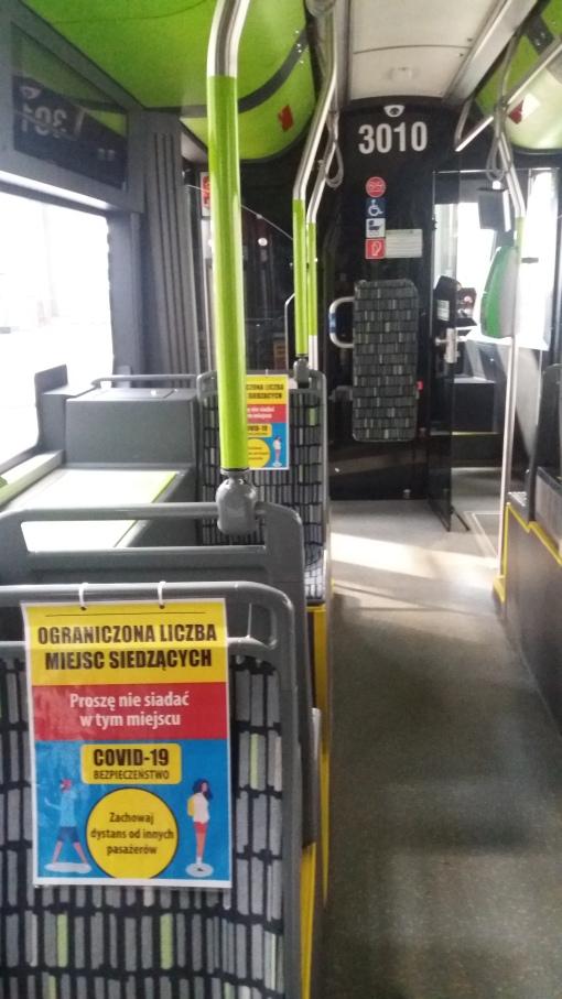Miejsca siedzące w tramwaju (Solaris Tramino Olsztyn S111O #3010) wyłączone z użytkowania z powodu koronawirusa (7 kwietnia 2020)