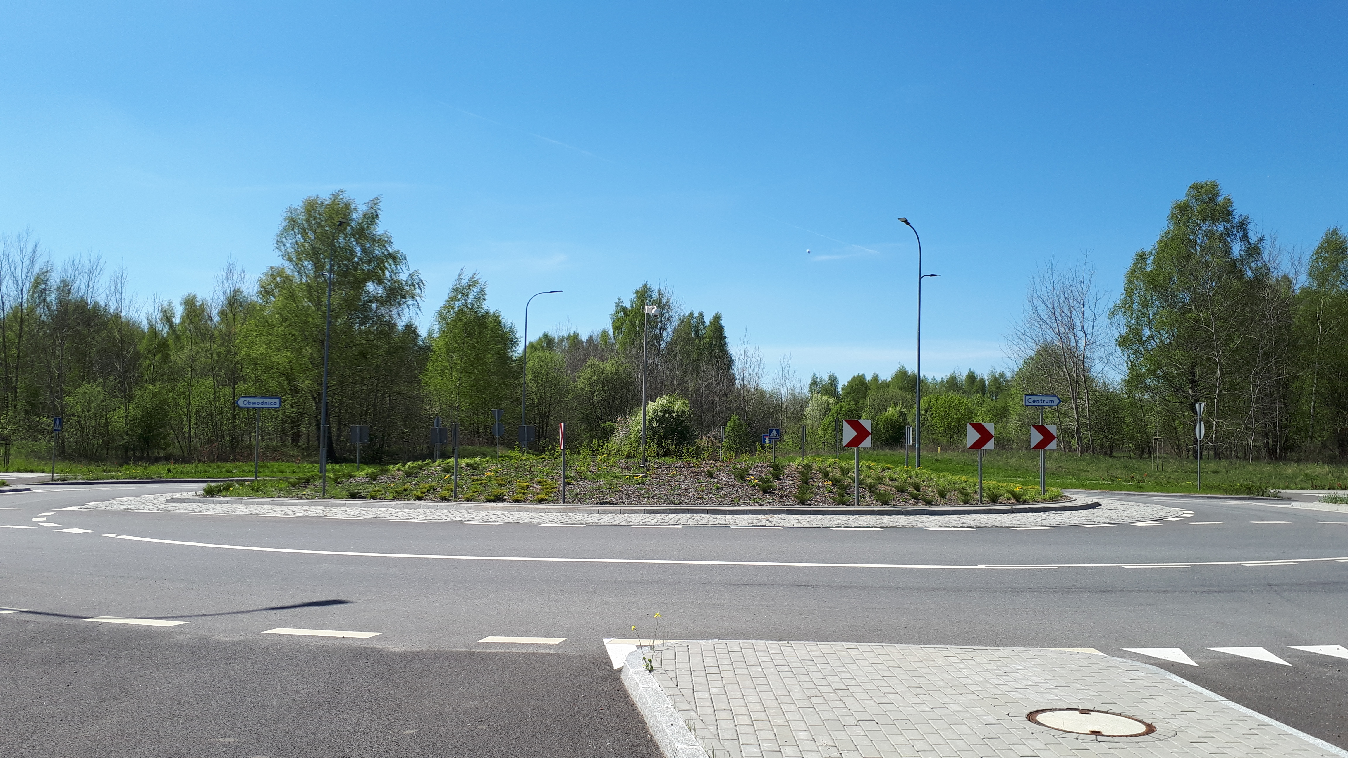 Rondo na skrzyżowaniu ulic Szymborskiej, Dąbrowskiej i Osieckiej (10 maja 2020)