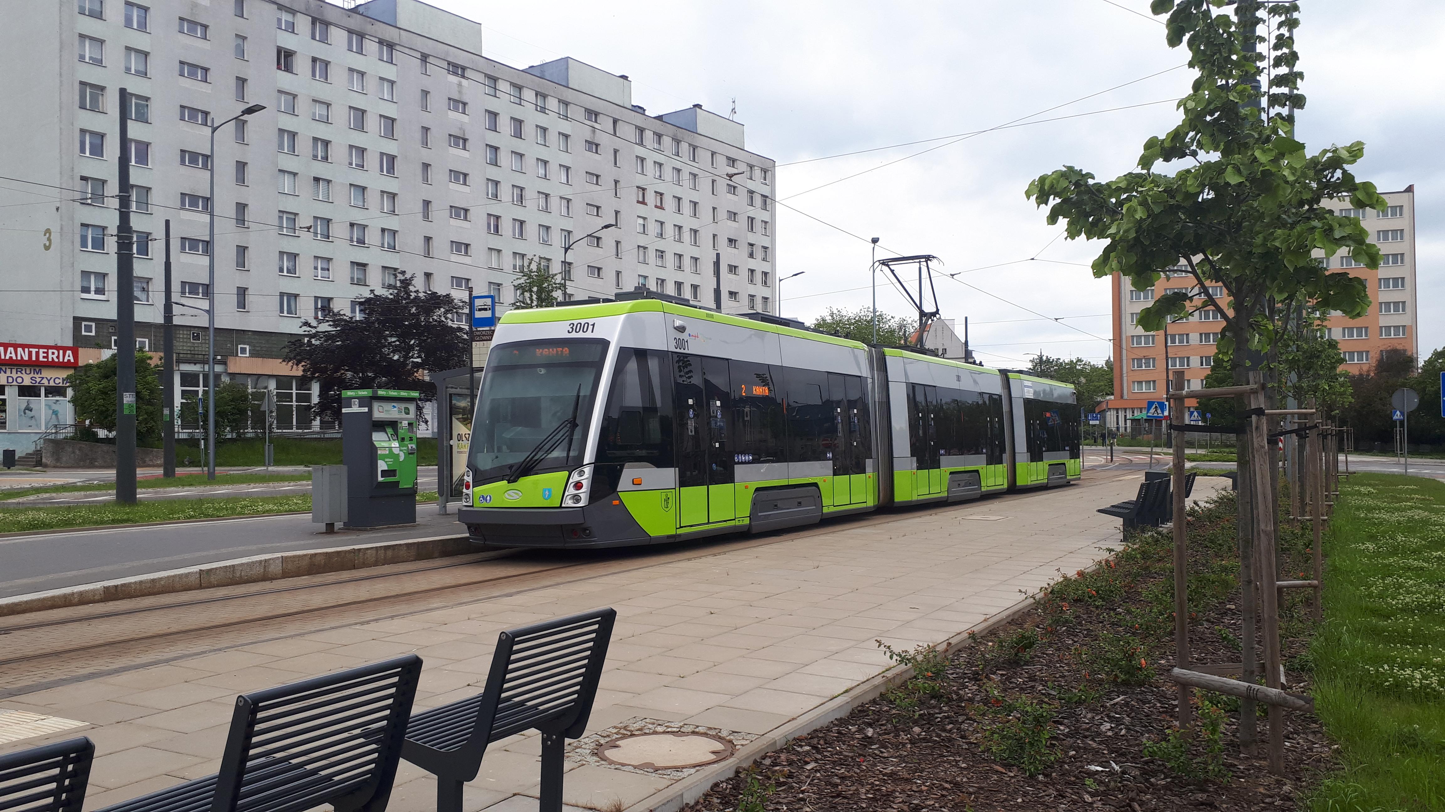 Solaris Tramino S111O #3001 na linii 2 na przystanku początkowym Dworzec Główny (6 czerwca 2020)