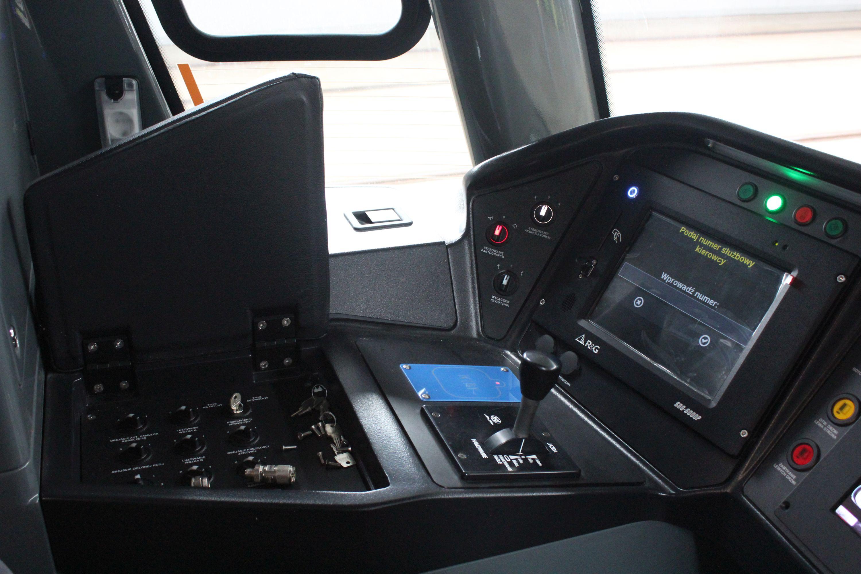 Wnętrze kabiny motorniczego w Durmazlarze Panorama Olsztyn DRP5H05