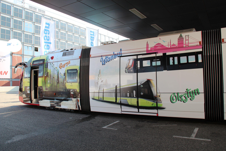 Durmazlar SilkWorm z reklamą Durmazlara Panoramy dla Olsztyna na targach InnoTrans 2018 w Berlinie