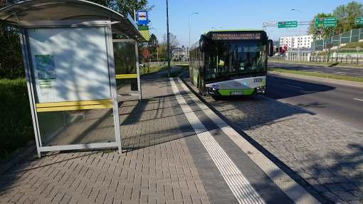 Solaris Urbino IV 18 #2020 na linii zastępczej za tramwaj Z-2 na przystanku Obiegowa (4 maja 2020)