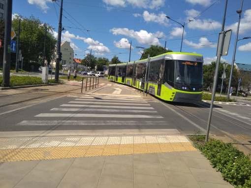 Durmazlar Panorama Olsztyn DRP5H05 #3015 odjeżdża z przystanku początkowego Dworzec Główny w swój pierwszy kurs liniowy - na linii 2 (14 czerwca 2021 11:41)