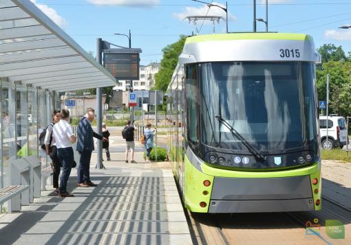 Durmazlar Panorama Olsztyn DRP5H05 #3015 odjeżdża z przystanku początkowego Dworzec Główny w swój pierwszy kurs liniowy na linii 2 (14 czerwca 2021 11:41)