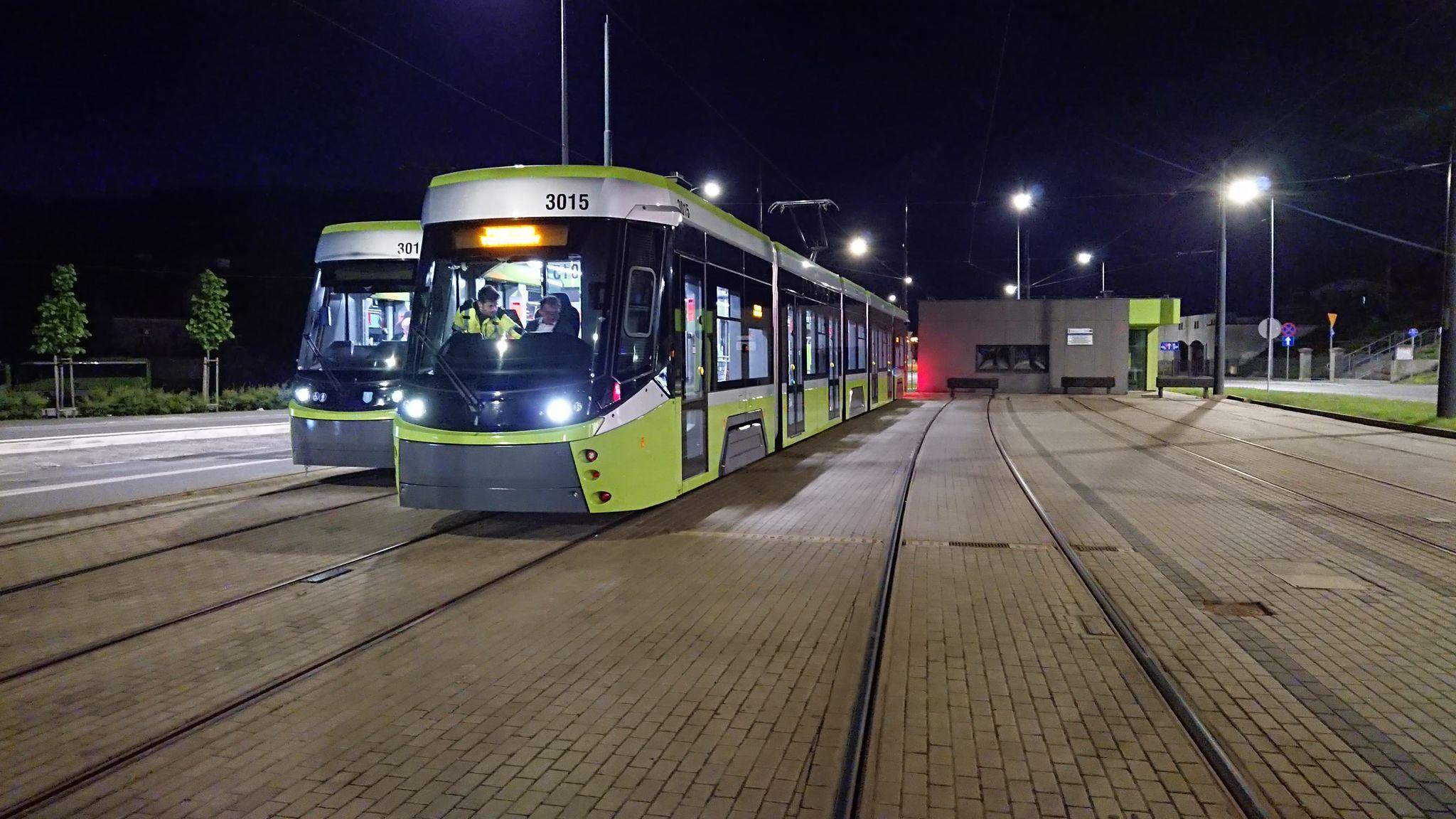 Durmazlary Panorama Olsztyn DRP5H05 #3015 i #3016 podczas nocnych jazd testowych na torach odstawczych za przystankiem końcowym Dworzec Główny (28 maja 2021)