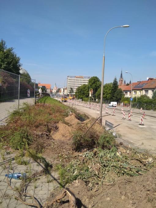 Budowa linii tramwajowej w alei Piłsudskiego, w okolicach skrzyżowania z ulicą Grotha (13 sierpnia 2021)