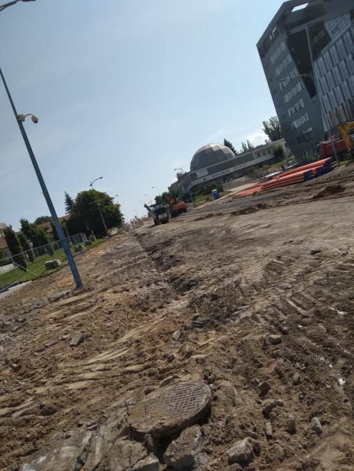 Budowa linii tramwajowej w alei Piłsudskiego, w okolicach przystanku Planetarium (13 sierpnia 2021)