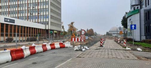 Budowa linii tramwajowej w alei Piłsudskiego, między ulicami Kościuszki i Głowackiego (2 października 2021)