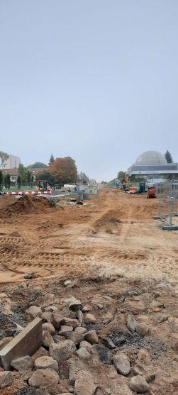 Budowa linii tramwajowej w alei Piłsudskiego, w okolicach przystanku Planetarium (2 października 2021)