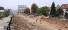Budowa linii tramwajowej w alei Piłsudskiego, w okolicach skrzyżowania z ulicą Grotha (2 października 2021)