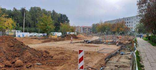 Budowa linii tramwajowej w ulicy Wilczyńskiego, w okolicach skrzyżowania z ulicą Wachowskiego (2 października 2021)